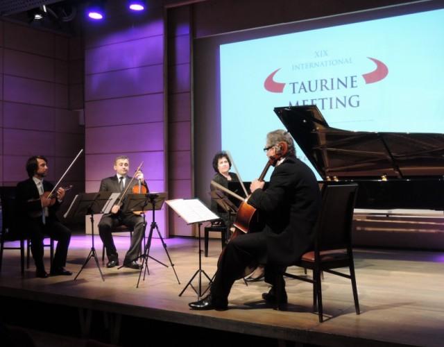 Taurine Meeting_gala evening Manggha